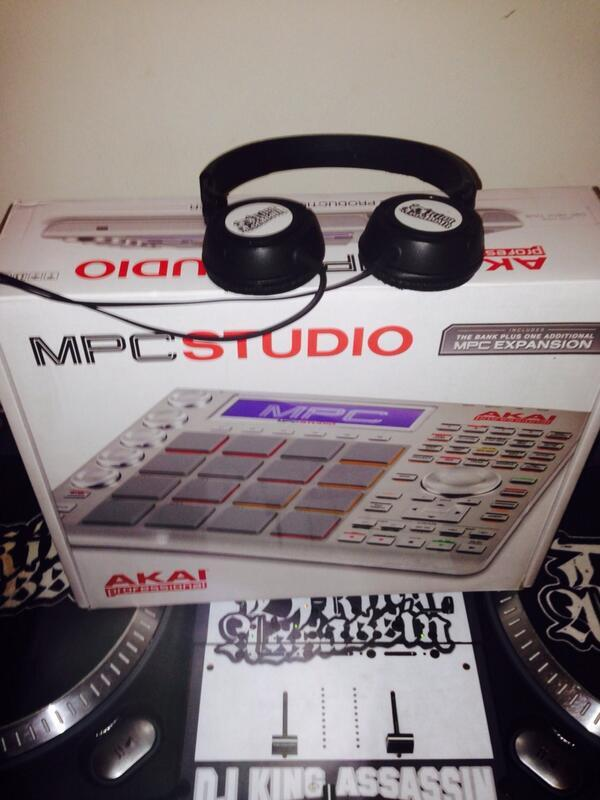 """@DjKingAssassin: #DjKingAssassin MPC STUDIO can't go wrong ask @Easki http://t.co/B4OFQZ7Z74""<that's the shit right there."
