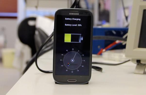 Una empresa israelí carga baterías de teléfonos en 30 segundos gracias a la nanotecnología - http://t.co/FI3ickjj1P http://t.co/LbVNEI158m