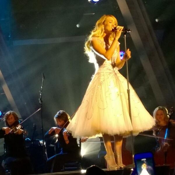 The one and only @CarrieUnderwood singing her new song she wrote to honor the troops for the first time ever in p... http://t.co/2ZPyHH5t1V