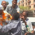 Arvind Kejriwal slapped by an autorickshaw driver while campaigning in Sultanpuri, Delhi http://t.co/RcsLarS64k