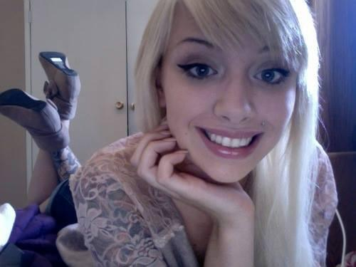 RT if you like hot chicks with tattoos :) http://t.co/Qj2snQGo3g