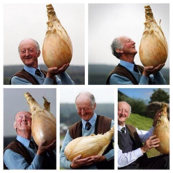 If you're sad just look how happy this man is with his onion. http://t.co/GD1sqpiX5B