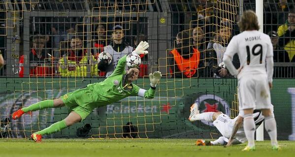 """Sieht auf Spanisch auch gut aus ;-)""""@marca: Así detuvo Weidenfeller el disparo de Di María desde el punto de penalti http://t.co/CSWAfJeeWy"""""""