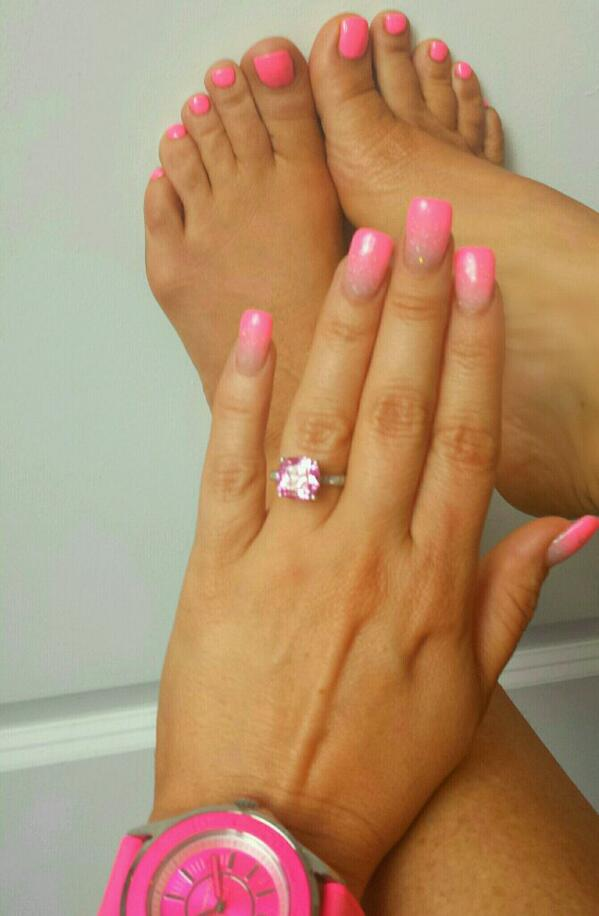 I think pink suits me! here\'s my gel mani-pedi..my nails have a fade ...