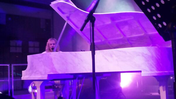 the piano sounds amazing #LemmaInMilan http://t.co/sNU8mkb11y