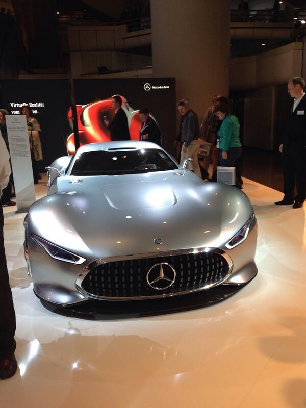 Bekannt aus der virtuellen Welt, aber heute ganz reell auf der Daimler #HV #Mercedes-Benz AMG Vision Gran Turismo http://t.co/ya2ybuGkFL