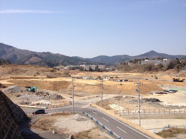 女川駅前の工事のペースが思っている以上に早いっ。しばらく来ないうちに、盛り土がこんなに。新しい町並みができる来年3月が楽しみだわ。 http://t.co/Pizr5HHzpr