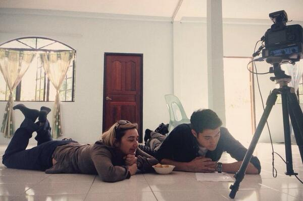 Cooling off on the floor whilst conducting a production meeting in Borneo with @ingaLK my producer @BBCTravelShow :) http://t.co/HsIzYpmPyK