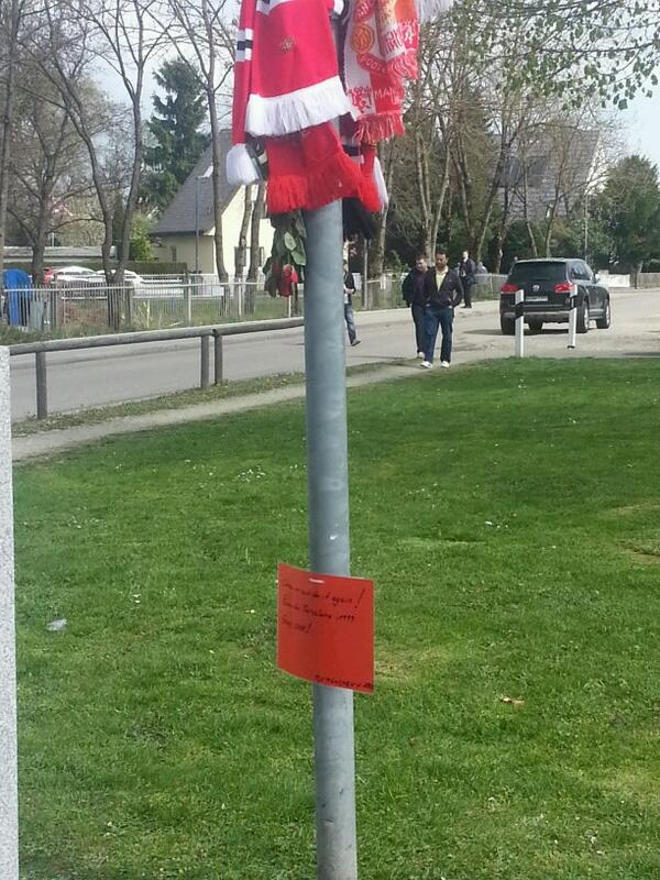Card on the Manchesterplaz sign is from 1860 Munich fans: