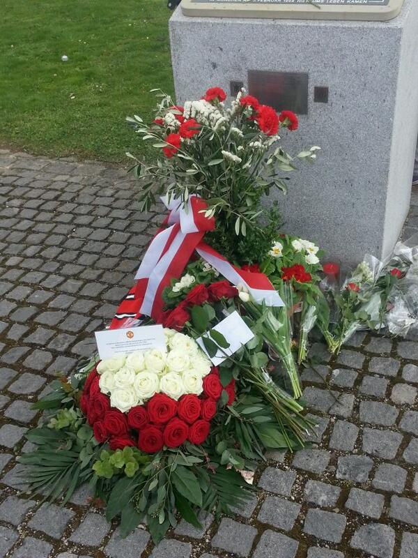Some really touching tributes from the reds who've travelled from far + wide. At Manchesterplaz #MUFC