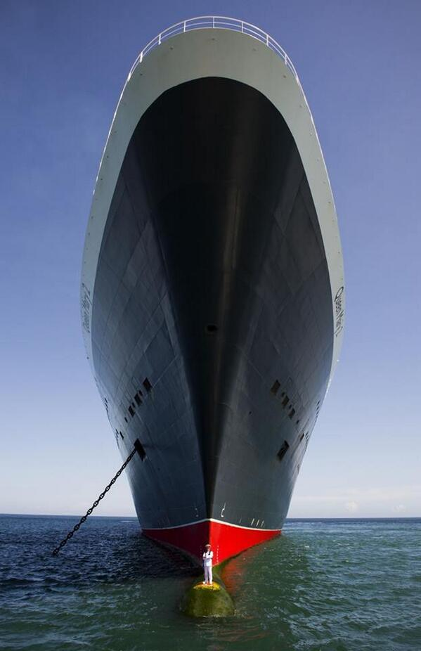 Image of the Queen Mary 2 and it's captain http://t.co/3RuTRbozRe