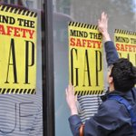 "#PHOTO ""Mind The Safety"" Todays #RanaPlaza High Street Kensington, #London @Gap #demonstration with @WarOnWant http://t.co/zlvv8Shcbp"
