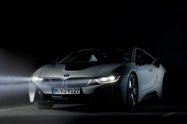 The bright knight. #BMWi8 http://t.co/5khXuQ2WoH