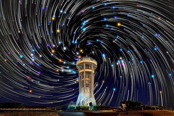 """Звездная"" спираль над водохранилищем в Сингапуре. Нереальная красота! http://t.co/aJ29la13rW"