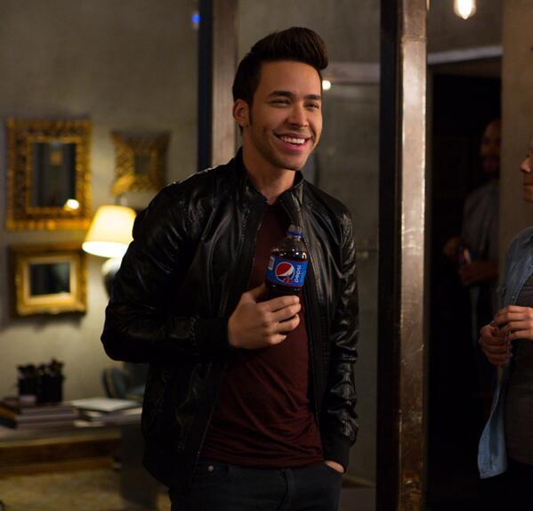 Estamos emocionados de dar la bienvenida @PrinceRoyce a la familia de Pepsi Music #PepsiMusic #ViveHoy http://t.co/mbsSyMsT9a