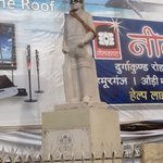 RT @swapan55: @Ram_Guha Priceless discovery in a corner of Varanasi: a statue of Vizzy in cricketing gear! This made my day. http://t.co/hqW51WnQAE