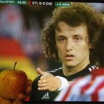 No David Luiz you cant have my apple http://t.co/40hIWYoJfX