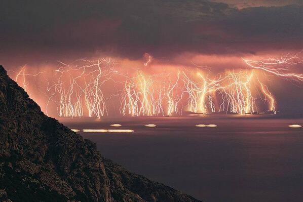 Venezuela's Catatumbo Lightning.18 to 60 lightning bolts per minute to up to 3,600 per hour and 1.2 million a year: http://t.co/jGFUhLqc7o