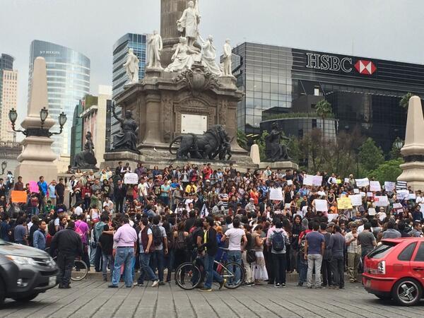 Irais Rasgado (@iraisrs): Ya comienza la marcha vs la censura de internet #MarchaContraElSilencio http://t.co/vSNSXCr25g