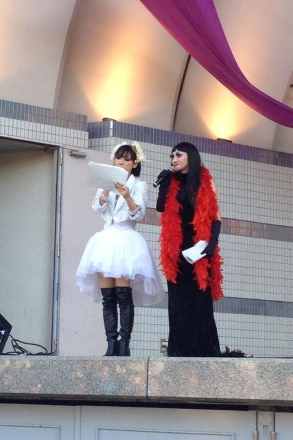 0427日曜日は日本最大のゲイパレードである東京レインボープライド2014!今年もエスムラルダさんと前半の総合司会をさせていただきます✨そして万感の愛をこめて...『生きなさいよ』を歌いますえ! @Tokyo_R_Pride http://t.co/p2ztcTU2wL