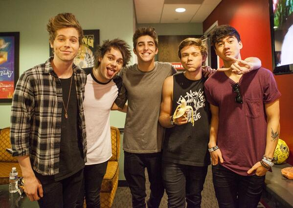 The homies @5sos before they rock NYC http://t.co/nDsR5Bjuig