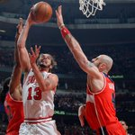 Noah has 14, #Bulls lead Wizards 75-70 as we head to the 4th quarter of Game 2. #WASvsCHI http://t.co/VijAyztRdl