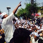 Kejariwal Addressing people before going to file nomination in Varanasi . http://t.co/zGqZFfOenT