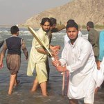 #AFG. Cricket fans in eastern #Afghanistan in #Kabul river. http://t.co/WeP89XfFoN
