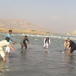 #AFG. Cricket fans in eastern Afghanistan, playing cricket in #Kabul river. http://t.co/QxvcYJkqFG