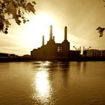 RT @ypldn: Beautiful photograph! RT @MarkReynolds007 Good morning from Battersea Power Station. #london @BestLondonParks http://t.co/1Z5UIaouaG