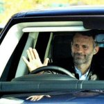 RT @MUFC_Malaysia: Ryan Giggs arrived at work for his first day as David Moyes temporary successor. http://t.co/18FLJw7gKB