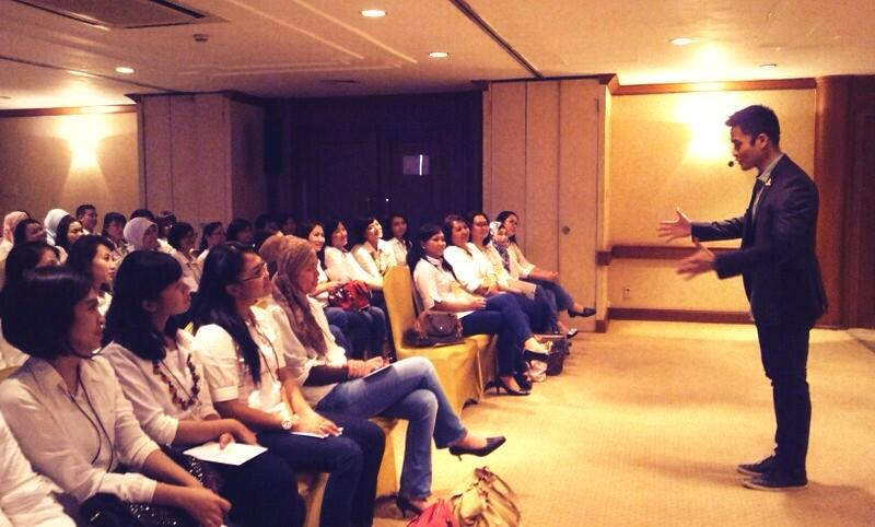 Today! 40 future leaders of BII Maybank from all Indonesia got 'hit' by effective public speaking class #ChoSSI http://t.co/sVLPdzf1jA