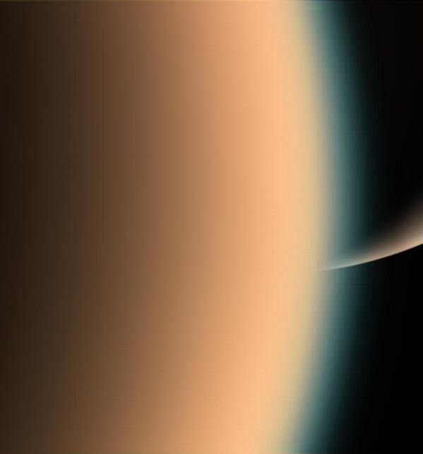 Cassini looked through Titan's hazy horizon to spy the sunlit arc of Saturn's south pole. Stunning! Thanks, NASA/JPL! http://t.co/iPTPf44d8y