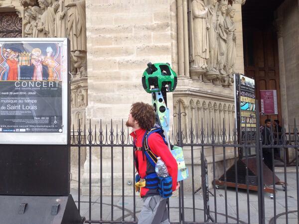 神了!RT @sundaymouse: . @guao @musiXboy 在巴黎圣母院门口拍到Google Street View肩扛摄制机。 http://t.co/Bvt9C98Q4y