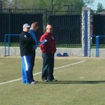 The Stoops Family at UK practice (Oklahomas Bob & Mike visiting Mark-- Mike & Mark pictured) http://t.co/57Ir8hdEXl