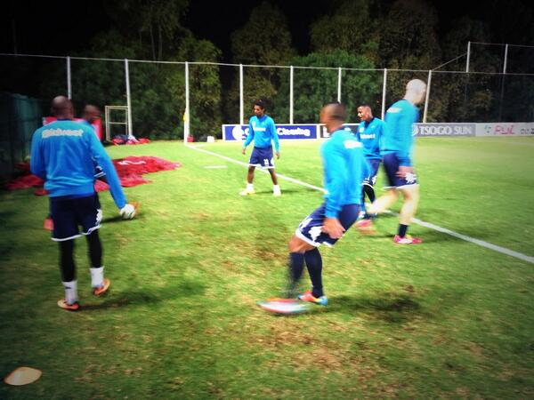 #TheCleverBoys warming up with some one touch before tonight's clash against @Kaizer_Chiefs