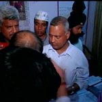 Varanasi: @attorneybharti (AAP) reaches police station after being attacked http://t.co/g5kvha0eMn #BJPGoons