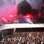 RT @Awaydays23: Real Madrid welcome their team bus at home to Bayern Munich tonight http://t.co/oFkwTvZyzx
