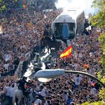 Thousands of fans receive the team at the Bernabéu. #RealMadridBayern #halamadrid http://t.co/axddTpOehM