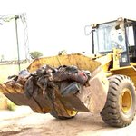 RT @cobbo3: SOUTH SUDAN INSANITY: A bulldozer ferries bodies for burial in a mass grave. http://t.co/gkrLB217US