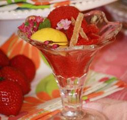 Sounds great! RT @PCC: Strawberry, Fresh Mint and Candied Ginger Sorbet »  http://t.co/x24uBmoVxf #video #recipe http://t.co/KsIlJA9nzF