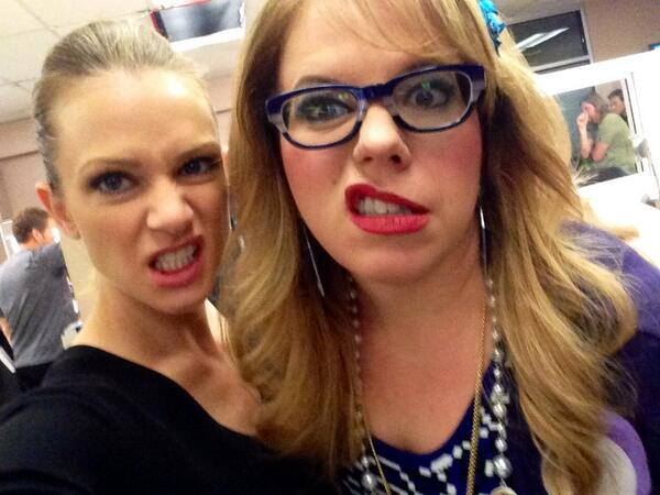 Last day on season 9. What a year! Thank you for watching and for all of your passion. To season 10. @Vangsness http://t.co/rNOTCNYJte