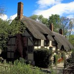 Discover where Shakespeare courted Anne Hathaway at her family home: http://t.co/TbSeZPGYUE #HappyBirthdayShakespeare http://t.co/w1sWWPz02c