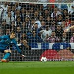 Half-time: Real Madrid 1-0 Bayern Munich #infoBola Pic via @guardian http://t.co/CCIetvGmMQ