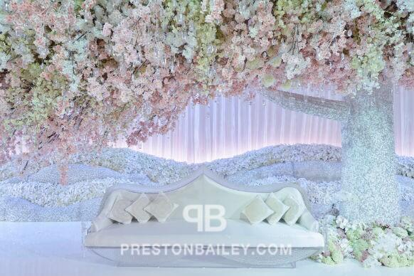 Sitting in Style: Frosty #crystal adornments for an ethereal #decor. Click for more designs http://t.co/In22QpSRjm http://t.co/OQV90Y2IZ0