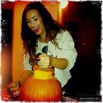 Twitter / @LittleLovato21: EVEN A PUMPKIN GETS A PICT ...
