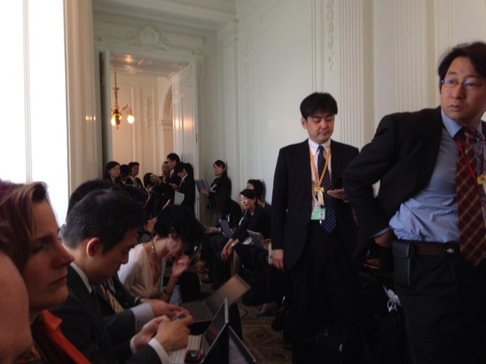 David Shepardson @DavidShepardson: MT @chucktodd: Sitting in holding hallway for Obama-Abe presser. Mostly just hitting refresh on Nats game. 4-4. Wow http://t.co/hUjxSHGH8a