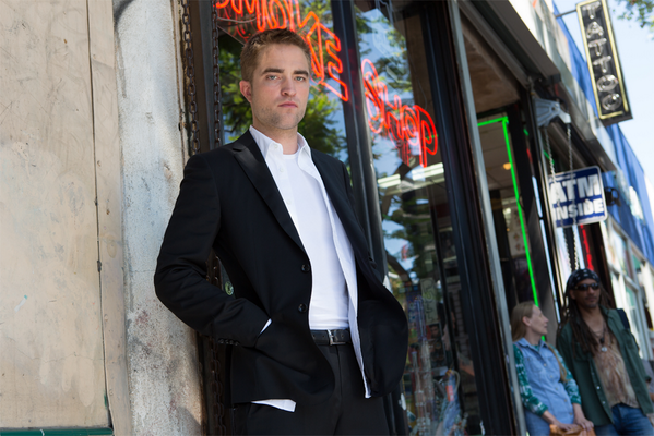 Bonus #DailyFilmPhoto: Robert Pattinson in #Cannes2014 film @MapsToTheStars from David #Cronenberg http://t.co/BnXdun7LiK