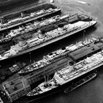 Normandie in the Middle, Queen Mary on Bottom, 42nd Street, New York, 1942 | #NYC #NY http://t.co/3Ry7gg6WnF