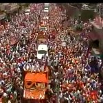 Crowd at Narendra Modis road show in Varanasi http://t.co/pfmIZVT50J